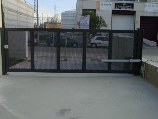 Puertas de Garaje - Instalaciones MetalWorld