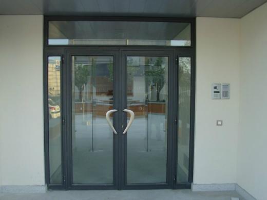 Puertas acristaladas instalaciones metalworld - Puertas acristaladas exterior ...